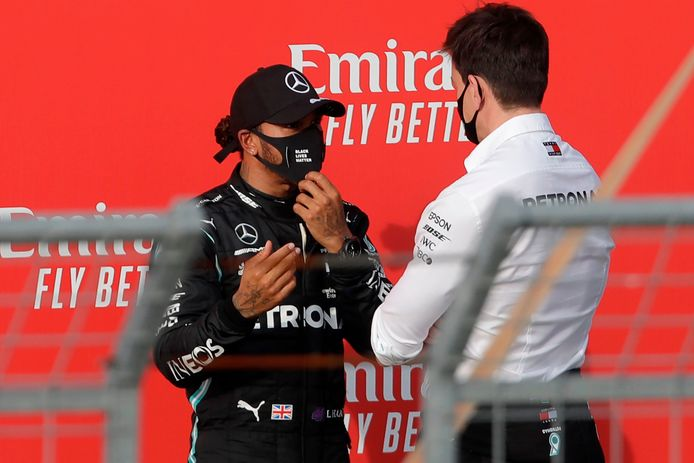 Lewis Hamilton en Toto Wolff na de race op Imola.
