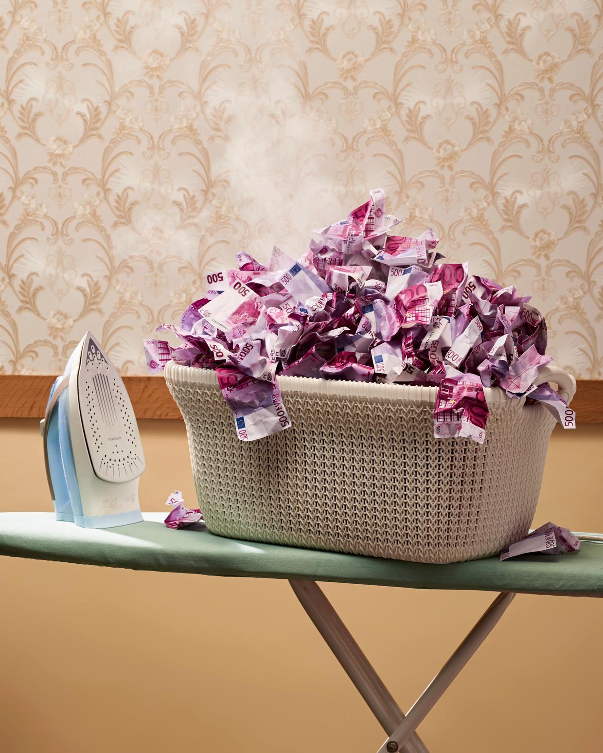 Jaarlijks wordt in Nederland 13 miljard euro witgewassen.  Beeld Rein Janssen