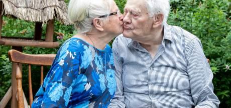 Corrie en Loek Kraamer uit Wierden zijn 60 jaar getrouwd, maar gaven nooit een trouwfeest: 'Liever met zijn tweetjes weg'
