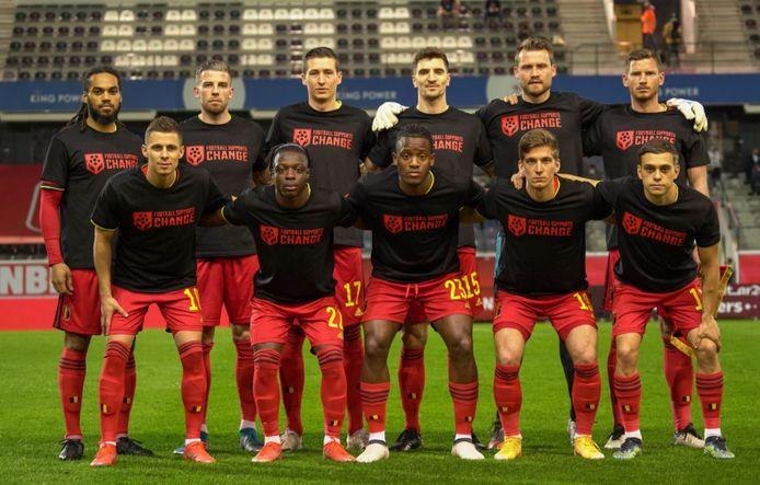 """Les Diables Rouges sont montés sur la pelouse de Louvain en arborant l'inscription """"Football Supports Change"""""""