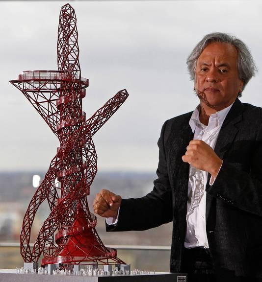 Kunstenaar Anish Kapoor stelt zijn gedurfd ontwerp voor.