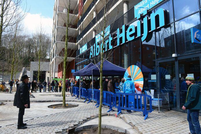 Toen Albert Heijn in 2015 de deuren opende in Leuven stond er al meteen een lange rij klanten maar in 2017 was het al einde verhaal voor de Nederlandse keten op het Engels Plein.