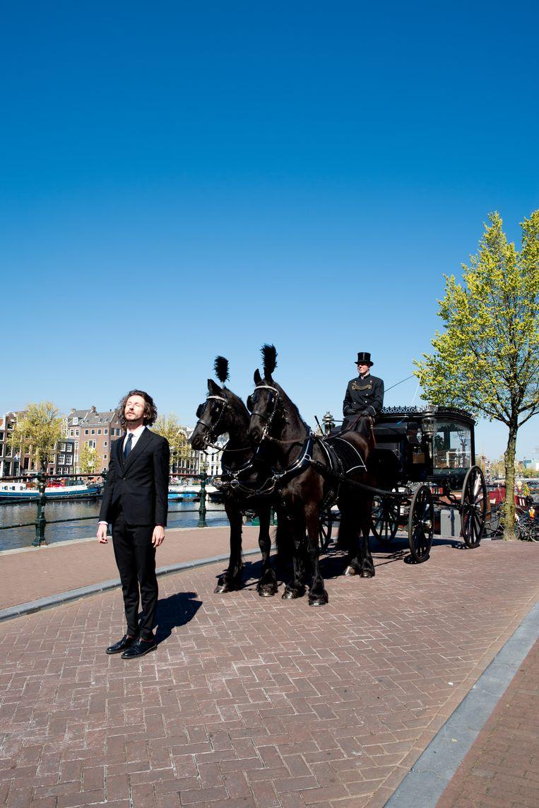 Iede Hoorn, uitvaartverzorger bij Iede Hoorn Uitvaartzorg: 'Ik deel foto's van uitvaarten via social media.' Beeld Marjolein van Damme