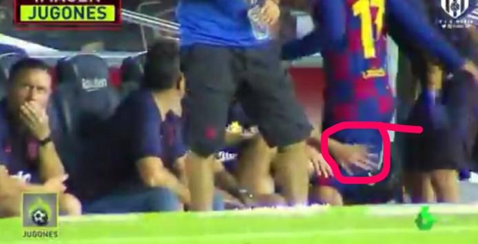 Comme vous le voyez ici, Lionel Messi a bien adressé une tape à Griezmann à sa sortie de terrain.