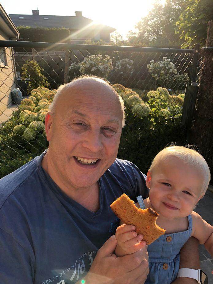 Joris Deconinck met zijn kleinkind en oogappel Ellis.