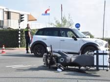 Automobilist en motorrijder tegen elkaar bij kruising in Reeuwijk