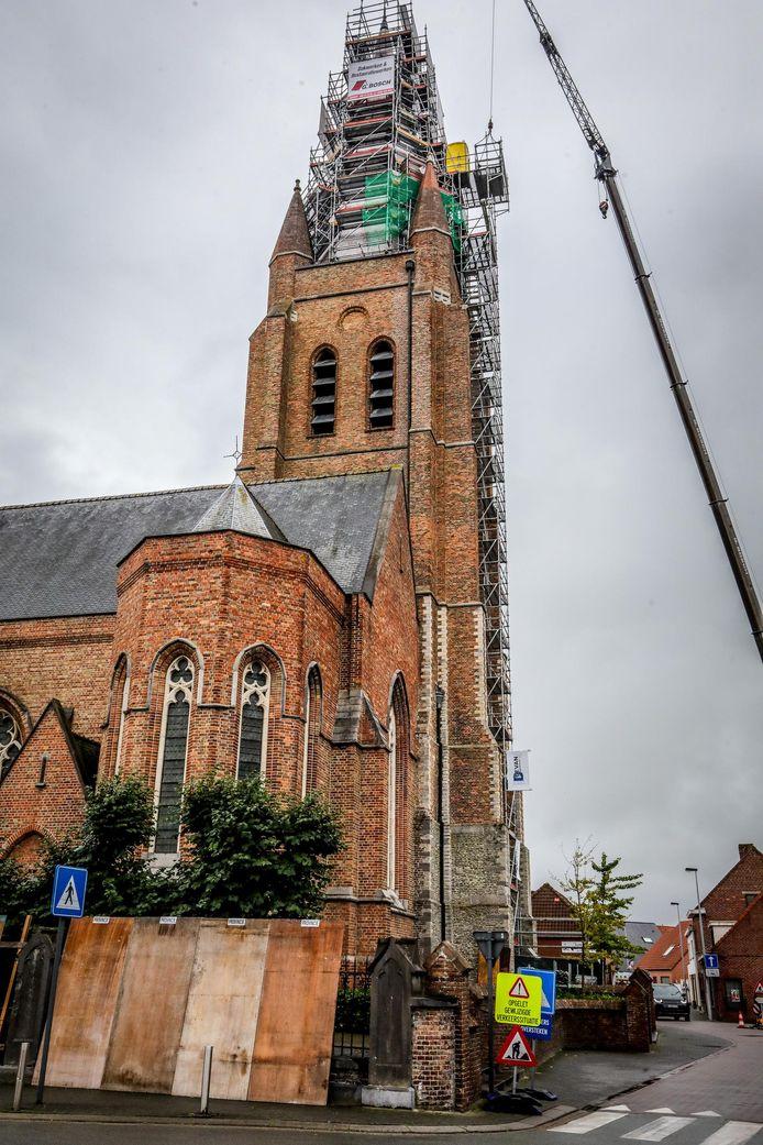 De hoogste wc van Ruddervoorde staat op de kerk.