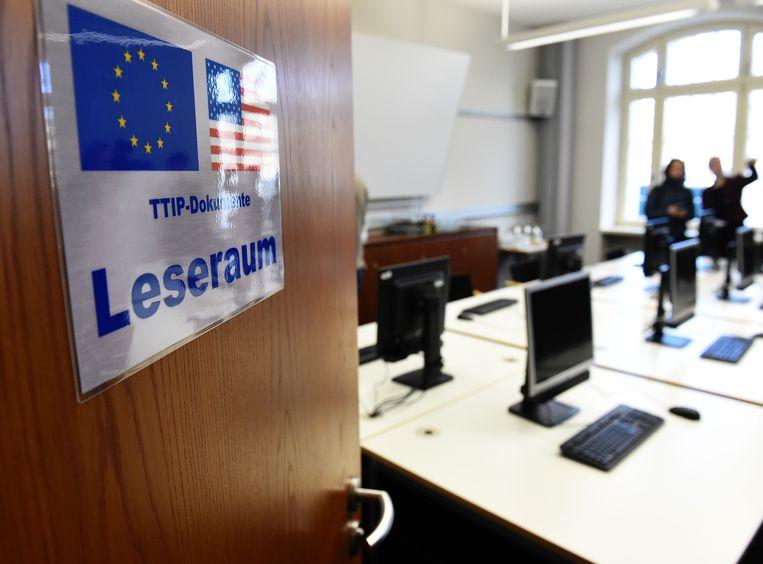 Ook in Duitsland is er een TTIP-leeskamer, hier in het ministerie van Economische Zaken in Berlijn. Beeld AFP