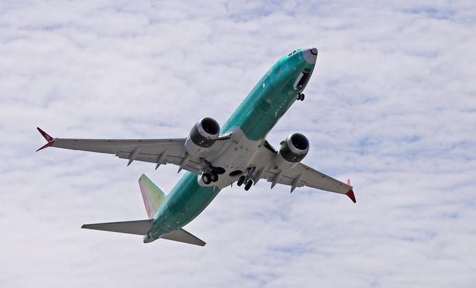 Een Boeing 737 MAX 8 doet een testvlucht nabij de Boeingfabrieken in de noordwestelijke staat Washington.