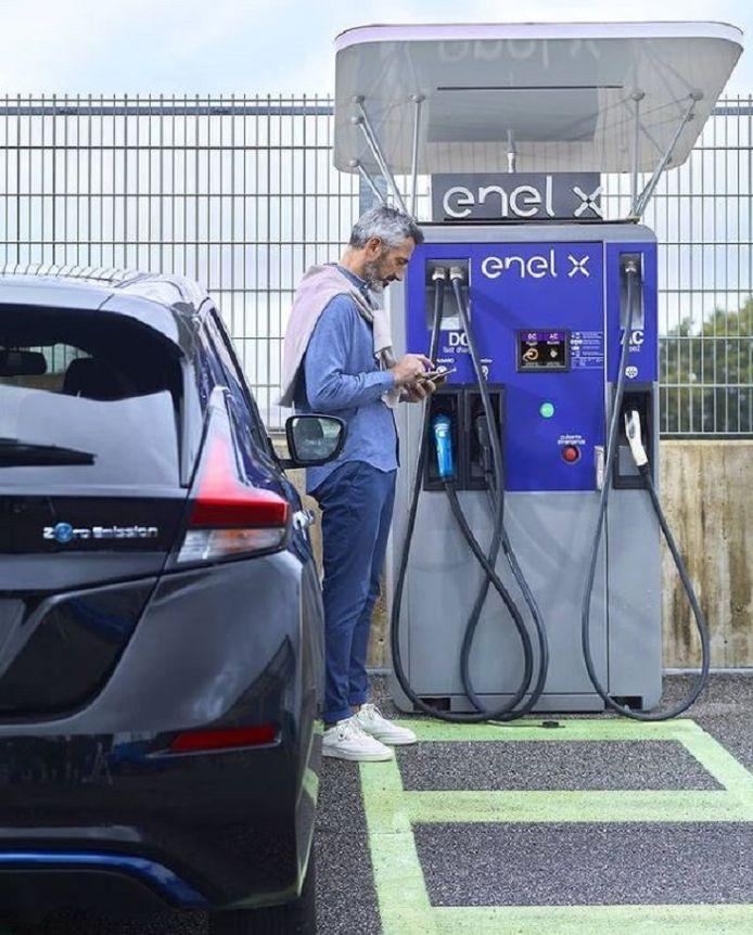 De mededingingswaakhond heeft Google nu bevolen om de app van het Italiaanse bedrijf Enel X toe te staan op Android Auto, een toepassing van Google voor gebruik in auto's.