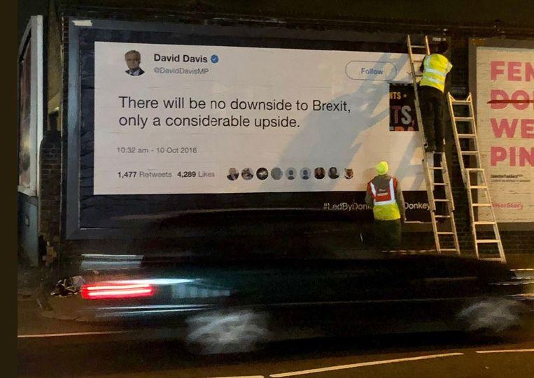 """Een uitvergroot Twittercitaat van de eerste Britse brexit-onderhandelaar David Davis waarin hij stelt dat er """"geen enkele negatieve kant zit aan de brexit, enkel positieve kanten"""" voor het Verenigd Koninkrijk."""