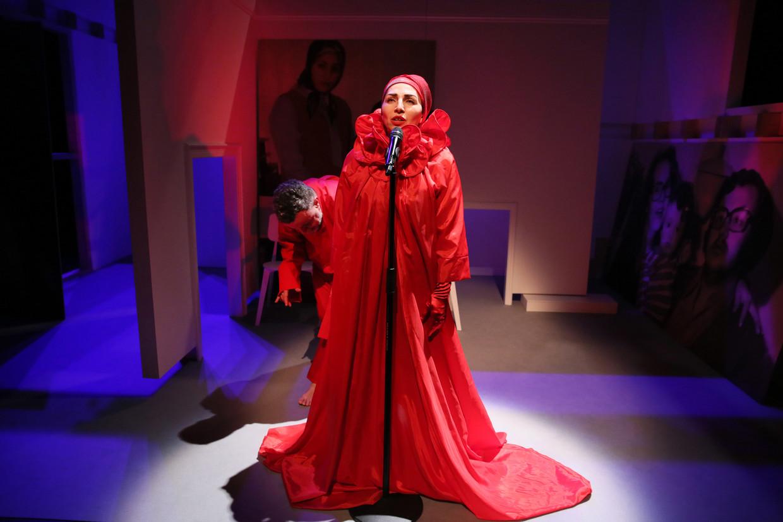 Nazmiye Oral in 'God is een moeder'. Beeld Sanne Peper