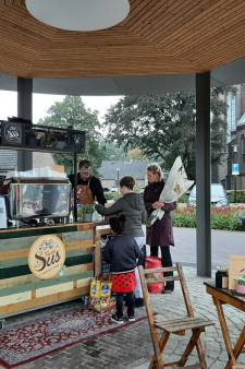 Oisterwijk doet daags na de opening een gratis bakkie koffie in de kiosk van Haaren
