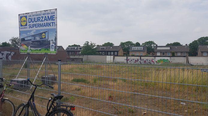 Het terrein waar de nieuwe duurzame Lidl in Den Bosch met parkeerdek moet komen.