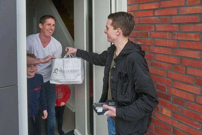 Vanwege de coronamaatregelen beginnen steeds meer ondernemers met een bezorgdienst. foto ter illustratie