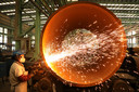 Fabriek in China, waar door de opleving van de economie meer grondstoffen nodig zijn.