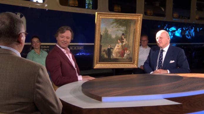 Expert Willem Jan Hoogsteder buigt zich over het schilderij in Tussen Kunst en Kitsch