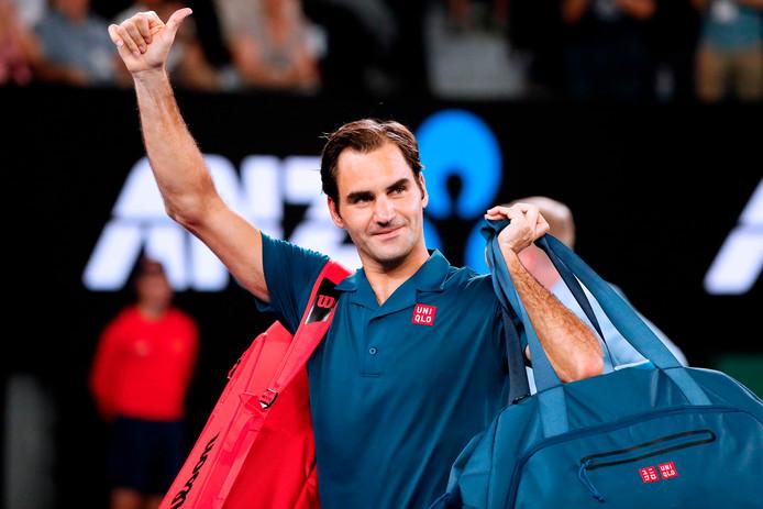 Roger Federer bedankt het publiek in Melbourne na zijn overwinning op Taylor Fritz in de derde ronde van de Australian Open van vorig jaar.
