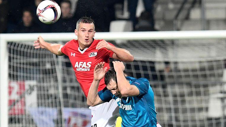 AZ's Stijn Wuytens en Zenits Artem Dzyuba in actie Beeld reuters