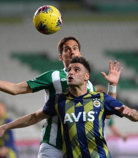 Deniz Turuc voetbalt gewoon alsof er niets aan de hand is