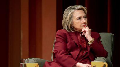 """Hillary Clinton neemt het op voor Meghan Markle: """"Ze moesten zich doodschamen"""""""