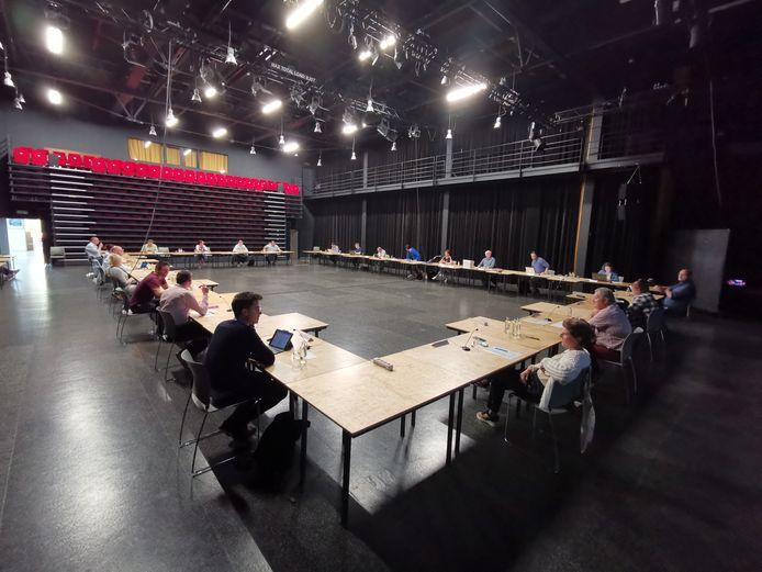 De gemeenteraad van Hooglede vond maandagavond plaats in de Gulden Zonne door de social distancing