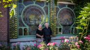 """Betoverende glasramen en muurschilderingen in Villa Ritten: """"Tot over onze oren verliefd op de lichtinval"""""""