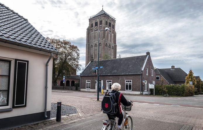De toren van Sambeek,  hét pronkstuk van het dorp.