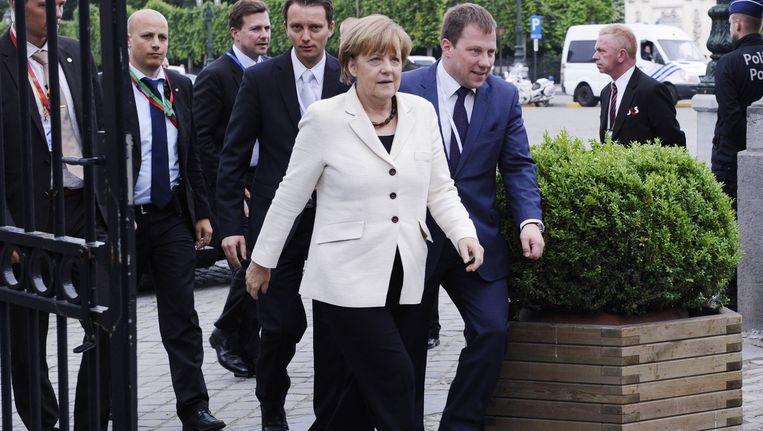 Merkel arriveert bij het EU-overleg. Beeld afp