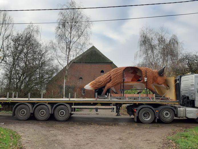 Foxie arriveerde per vrachtwagen in Ouden Doel.