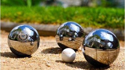 Beachpetanque en zandkastelen bouwen langs de Sportdreef