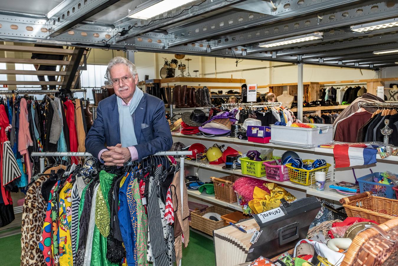 Ferdinand van Wijk uit Malden is een van de mensen van de Sesam Academie. Van Wijk adviseert de kringloopwinkel in Heumen.