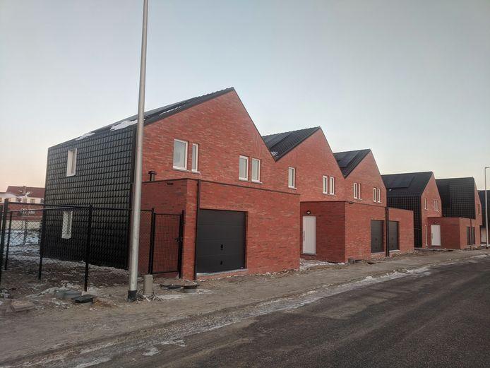 Sociale huisvestingsmaatschappij cvba Wonen is klaar met de bouw van vijftien nieuwe energiezuinige woningen langs de Tweede Gidsenlaan.