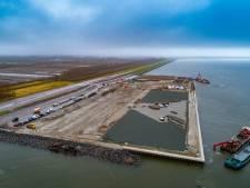 Nog even en het eerste containerschip meert aan in Lelystad