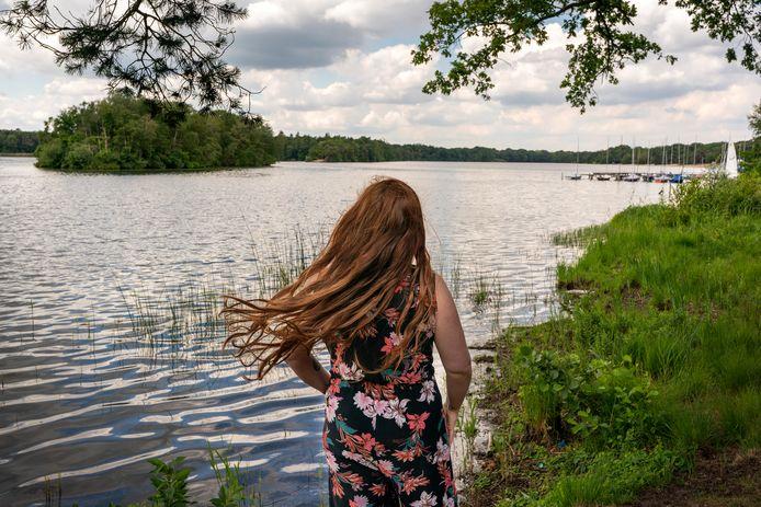 Femke Linders uit Vught wilde als kind graag met haar vader zwemmen in de IJzeren Man maar dat durfde hij niet.