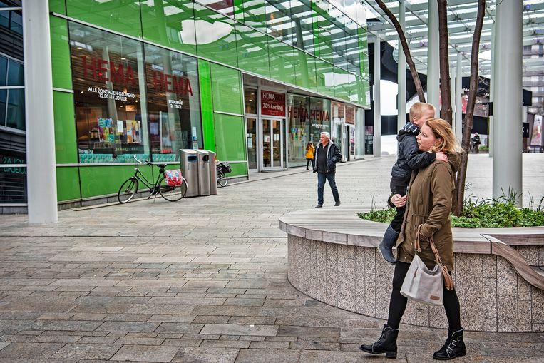 De Hema vestiging in het centrum van Almere. De winkelketen heeft om huurverlaging gevraagd om het hoofd boven water te houden. Beeld null