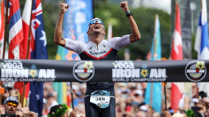 De grootste triatleet aller tijden: Jan Frodeno zwemt, fietst en loopt eigen wereldrecord aan diggelen en krijgt felicitaties van Mathieu van der Poel
