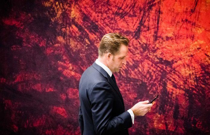 Minister Hugo de Jonge van Volksgezondheid, Welzijn en Sport (CDA) heeft een straf tempo opgelegd voor het ontwikkelen van de corona-app, en dat baart zorgen.