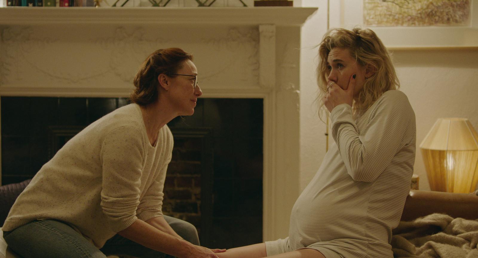 Molly Parker als Eva en Vanessa Kirby als Martha in Pieces of a Woman.