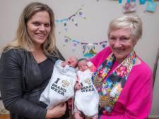 Baby's Max en Nicky uit Nederasselt krijgen brandweerrompertje
