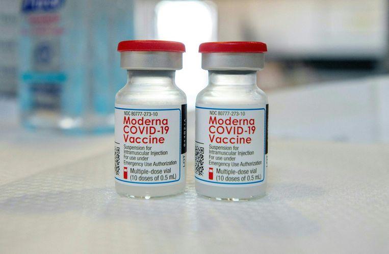 Volgens de Stichting Onderzoek Multinationale Ondernemingen ontwijkt Moderna bewust belastingen en boekt het bedrijf hoge winstmarges op de covidvaccins. Beeld AFP