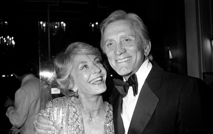 Anne Douglas en Kirk in 1980.