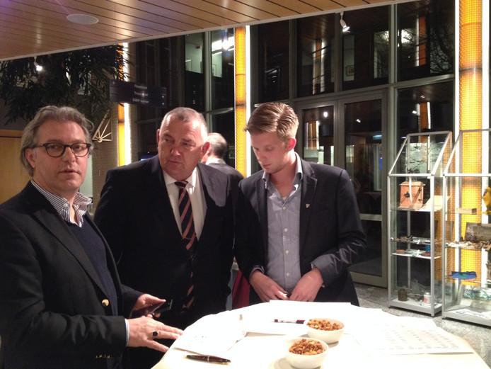 Eric van den Dungen (midden) tijdens een verkiezingsavond op 19 maart in Haaren.