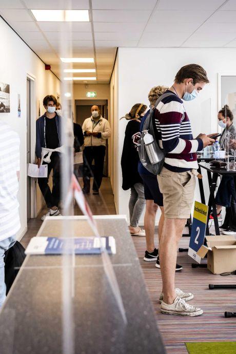 GGD stuurt studenten weg die stiekem vaccin willen halen bij prikplek voor oudere arbeidsmigranten