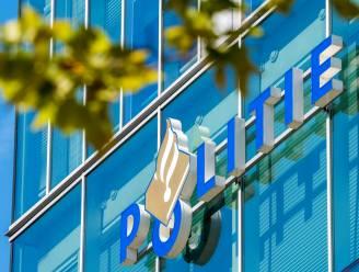 Dronken Delftenaar scheldt agenten uit en poept na aanhouding op bord bij bureau