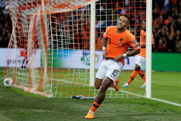 Memphis Depay heeft Oranje met zijn 19de interlandgoal op 3-1 gezet tegen Noord-Ierland.