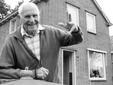 De oudste man van Nederland is 106 en woont in Hilversum. Maar wie hij is, blijft een raadsel