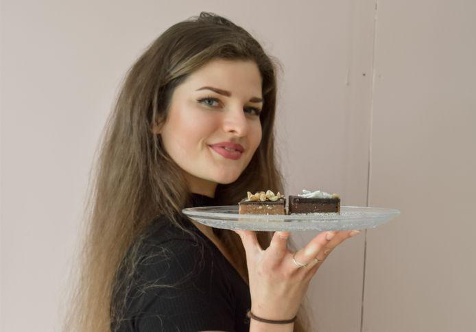 Layla van den Berg zette Loela Vegan op, waar ze taartjes verkoopt die niet alleen lekker zijn, maar ook nog gezond.