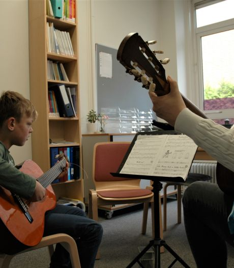 Muziekles kan ook op school: 'vertrouwder én voor ouders en kinderen makkelijker'