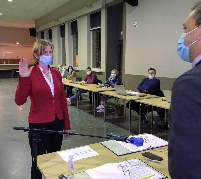 Sandy Priem legde dinsdagavond de eed af als nieuw Ingelmunsters gemeenteraadslid.